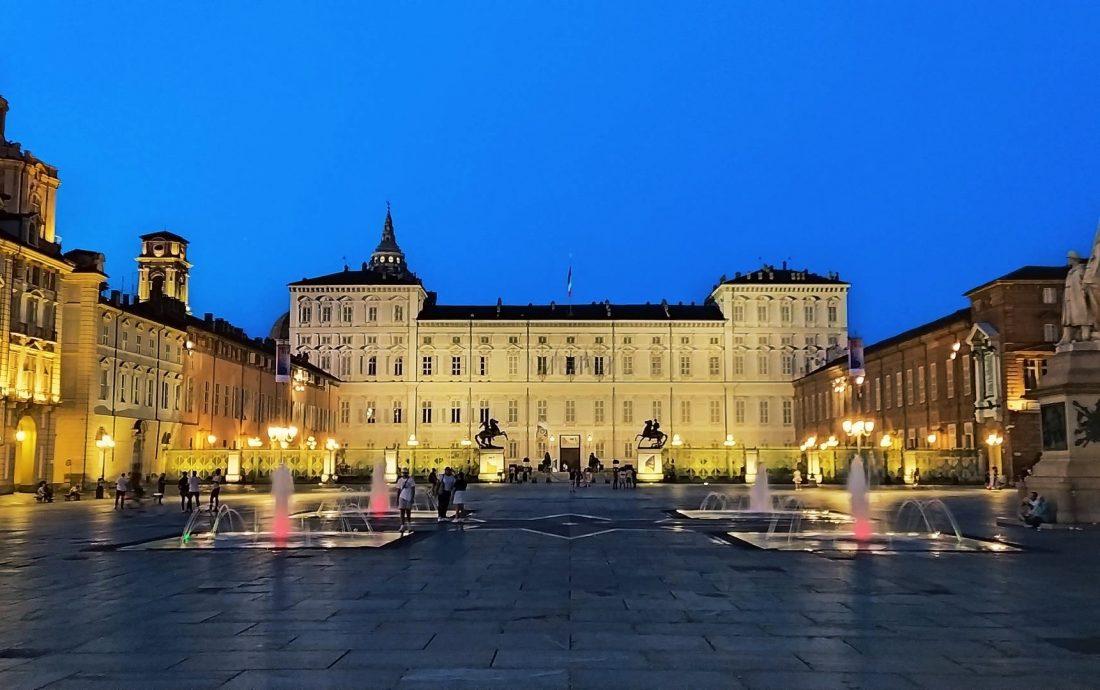 Piazza_Castello_notturna